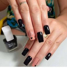 Chic black manicure with hearts - Pat Tutorial and Ideas Simple Nail Art Designs, Beautiful Nail Designs, Cute Nails, Pretty Nails, Hair And Nails, My Nails, Black Manicure, Peach Nails, Square Nails