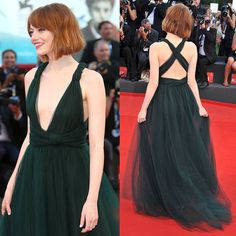 Emma Stone in Valentino Couture during Venice Film Festival Short Hair With Bangs, Short Hair Styles, Shorter Hair, New Wedding Dresses, Bridesmaid Dresses, Pretty Dresses, Beautiful Dresses, Emma Stone Red Carpet, Birdman