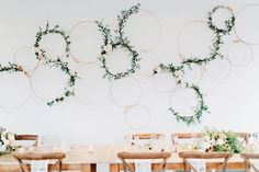 Wedding reception. Green and white. Wall installation.