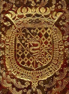 """Louis de Rohan (1598-1667), duc de Montbazon, pair de France, chevalier des Ordres du roi. """"Ecartelé : aux 1 et 4, de gueules à neuf macles d'or (Rohan) ; aux 2 et 3, contre-écartelé : aux I et IV, Navarre ; aux II et III, d'azur à trois fleurs de lis d'or à la bande componnée d'argent et de gueules (Evreux) ; sur le tout : d'argent, à une bisse en pal d'azur, couronnée d'or, engoulant un enfant au naturel (Milan)"""""""