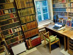 Der Schreibtisch des Schriftstellers Arno Schmidt in seinem ehemaligen Haus in Bargfeld.