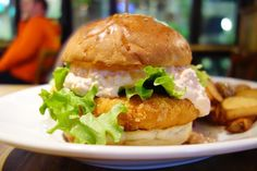 今月のマンスリーはエビちゃん自家製のぶりぶりなエビカツ自家製サウザンアイランドとタルタルソース揚げたてのエビカツうまーっ #food #foodporn #meallog #burger #burger_jp #ハンバーガー # #tw
