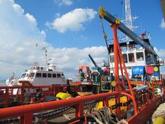 Anchor Handling Tug (AHT) ASL Pelangi - Crewboat Samugraha 01  #offshore #offshorelife #tugboat #crewboat #life #colorful #enjoy by rasyado