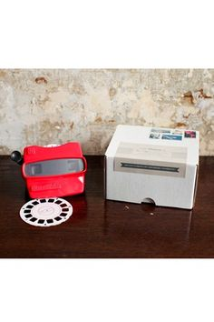 Bring out the inner-child in your guests with these amazing Viewmaster wedding invites; Melangerie Inc at www.etsy.com