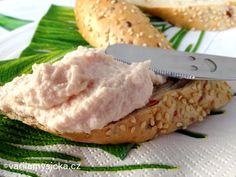 Stačí rozmixovat pár ingrediencí, které možná stejně máte doma a výsledkem je rychlá a lahodná pomazánka.