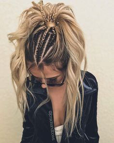 24 Lovely Ponytail Ideas To Wear For Any Occasion Those who think that ponytail hairstyles are too boring are going to change their minds! See how you can sport the familiar hairdo and turn heads. French Braid Ponytail, Braid On Top, French Braid Short Hair, Twisted Ponytail, French Braid Styles, Bun Braid, Two French Braids, Lace Braid, Pinterest Hair