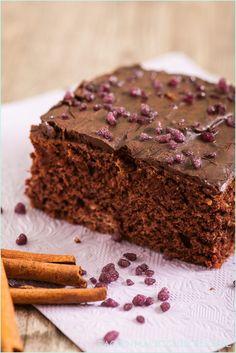 Toller Kuchen ohne Butter, Milch und Ei, der wie gefüllte Lebkuchenherzen schmeckt | http://www.backenmachtgluecklich.de