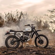 Smoke em if ya got em. Tight little GL courtesy of the @deustemple. #dropmoto #builtnotbought #gl200 #honda #streettracker #tracker #scrambler #highandtight