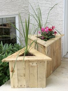 triangle-pallet-planters-design-ideas-recycle-wooden-pallets-project-plans-and-tips
