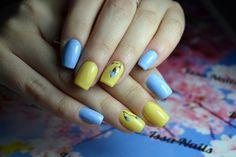 #IssaNails #salonwork #IvaProfessional #modeledeunghii #unghiipictate #flori #albastru #galben #unghiideprimavara #unghiidevara