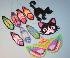 KrudtuglensMor: Fastelavnspynt i hama-perler Crown Crafts, Kids Carnival, Hama Beads Design, Creative Kids, Hallows Eve, Diy Halloween, Perler Beads, Angry Birds, Beading Patterns