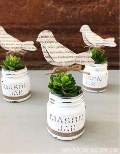 23 DIY Crafts With Mini Mason Jars Love mason jar crafts? Mini mason jars are a crafter's best friend. If you love mason jar crafts, these DIY projects are right up your alley. Pot Mason Diy, Mason Jar Planter, Mini Mason Jars, Painted Mason Jars, Chalk Paint Mason Jars, Mason Jar Projects, Mason Jar Crafts, Diy Projects, Rustic Crafts