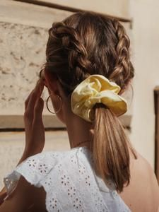 CHOUCHOUS – Scrunchie is back How To Make Hair, Scrunchies, Hair Care, Hair Beauty, Hair Accessories, Amelie, Outfits, Collection, Style