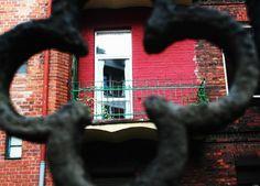 widok na balkon przy ulicy Korfantego