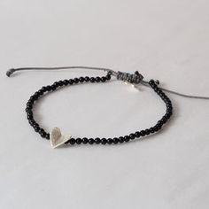 Armband aus Onyx mit Herz Zartes Armband aus Onyxmit einem kleinen, Hand geschmiedeten Herz aus 935er Silber. Onyxperlen2mm, Herz 8mm, Größe verstellbar. Unikat Girlfriends, Personalized Items, Bracelets, Sweet, Gifts, Jewelry, Design, Heart, Silver