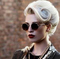 Vintage Hairstyles For Prom Hair pinup,retro hair,blond hair, fairhair,hairstyle vintage Beehive Hairstyles, Retro Hairstyles, Wedding Hairstyles, Pin Up Hairstyles, Teenage Hairstyles, Ombré Hair, Hair Dos, Prom Hair, Pelo Retro