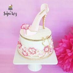 Fashion Cake, Fashion Cupcakes, Fashion Birthday Cake, Makeup Cake, Makeup Cupcakes, Girl Birthday, Girl Birthday Party Ideas, Fondant Cake, Fondant Shoe, Women Cakes