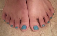 Toes: Sally Hansen Salon Gel Polish in For Teal