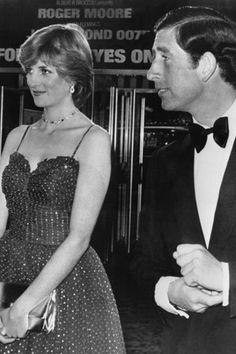 Lady Diana et le Prince Charles a la premiere du nouveau James Bond. Prince Charles, Charles And Diana, Princess Diana Images, Princess Of Wales, James Bond, Age Progression, Lady Diana Spencer, British Monarchy, Covergirl