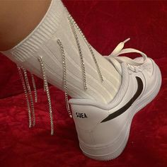 Ideas Shoe Closet Sneakers Street Styles For 2019 Ellie Saab, Loona Kim Lip, Grunge, Sneakers Street Style, Red Sneakers, Red Aesthetic, Shoe Closet, Looks Cool, Couture