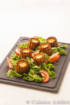 Cannelés au Roquefort. Plus de recettes d'apéritifs sur : www.enviedebienmanger.fr:
