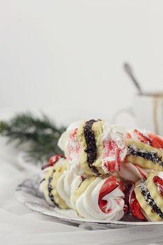 Biscuiti cu bezea si gem/ Non Plus Ultra Jam Cookies, Meringue Cookies, Chef Recipes, Gluten Free Recipes, Meringue Pavlova, Non Plus Ultra, Arabic Food, Cookie Exchange, Christmas Desserts