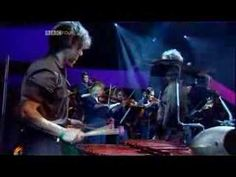 David Byrne - This Must Be The Place Live Jools Holland 2004 - YouTube
