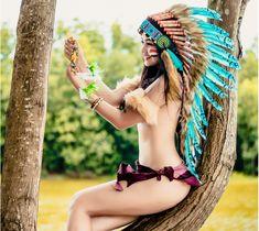 Cô gái trẻ hóa thân thành nữ thổ dân có khuôn mặt xinh đẹp, vóc dáng chuẩn chỉnh, ba vòng nóng bỏng với đôi chân dài miên man. Điểm nhấn của bộ ảnh là bầu ngực trần căng tròn và nụ cười tỏa nắng. Trang phục thổ dân cùng với những động tác mạnh mẽ […]
