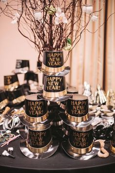Black + Gold | DIY New Years Eve Party Ideas for Teens | DIY New Years Eve Wedding Decorations