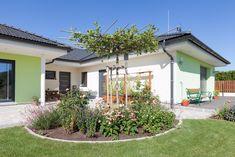 Hartl Haus mit Innenhof und Terrasse Plants, Gable Roof, Indoor Courtyard, Porches, Plant, Planets