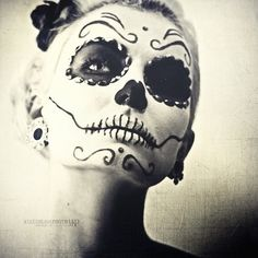 ❁☠❀ Dia de Los Muertos  ❀☠❁ an awesome black and white, classic-style mask. eyes searching for the lost. what is she thinking? who does she miss? credit and thanks to Mikesh Kaos for an awe inspiring image.