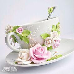 """Купить или заказать Чайная пара """"Цветочное чаепитие 2"""" (чашка, блюдце) в интернет магазине на Ярмарке Мастеров. С доставкой по России и СНГ. Срок изготовления: от 1 недели. Материалы: фимо, полимерная глина, чашка. Размер: чайная чашка 200 мл"""