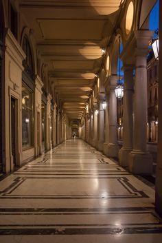 Portici di via Roma, da piazza San Carlo, verso piazza Castello, lato ovest.