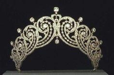 Tiara of the Countess of Essex. Bold curls in a kokoshnik-style tiara
