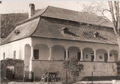 kaštieľ čičmany v roku 1968 Traditional, Mansions, House Styles, Home, Historia, Manor Houses, Villas, Ad Home, Mansion