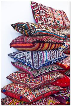 Splendid nice bohemian throw pillows – we love the colorful medley of fabrics and textures… The post nice bohemian throw pillows – we love the colorful medley of fabrics and texture… appeared first on 99 Decor . Bohemian Decor, Boho Chic, Bohemian Patio, Bohemian Interior, Boho Style, Bohemian Fabric, Ethnic Chic, Boho Home, Moroccan Decor