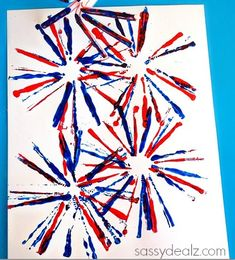 and easy Fourth of July crafts for kids fun and easy of July kids crafts - great ideas for fun family activities on Independence Day!fun and easy of July kids crafts - great ideas for fun family activities on Independence Day! Fireworks Craft For Kids, Fourth Of July Crafts For Kids, Fireworks Art, Summer Arts And Crafts, July 4th Fireworks, Fouth Of July Crafts, Super Easy Crafts For Kids, Autumn Art Ideas For Kids, Diwali Fireworks