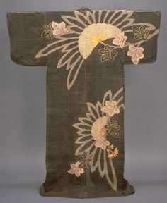 Katabira (Summer Kimono) with Chrysanthemums and Hemp Leaves in Tie-dyeing and Embroidery on Brown , Edo Period, c. Japanese Geisha, Vintage Japanese, Japanese Art, Japanese Screen, Japanese Outfits, Japanese Clothing, Art Chinois, Hemp Leaf, Kimono Design