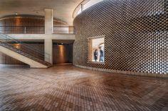 Arquitectura moderna colombiana en la UNAL Bogotá, bajo el lente de Juan Sebastián Silva Brick Facade, Brick Wall, Brick Projects, Brick Detail, Arch Interior, Interior Design, Brick Architecture, Concrete Building, Brick And Stone