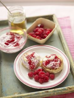 A delicious lemon and cinnamon crumpet recipe with raspberries and honey perfect for brunch or pudding, learn how to make crumpets with…