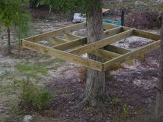 How to make a simple treehouse. Hope Grandma can make this!  My grandkids need a tree house.