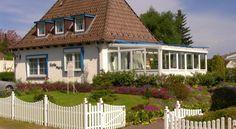 Ferienwohnungen und Ferienhaus im Nixenweg Hohwacht Ferienwohnung und Ferienhaus im Nixenweg are just a 5-minute walk from the sandy beach in Hohwacht. It offers self-catering apartments, free private parking and a large garden.
