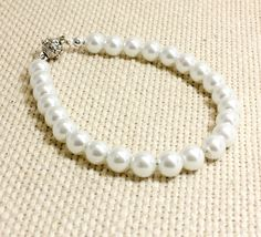 White Pearl Dog Collar with Magnetic Clasp. Collar by FidoandFifi