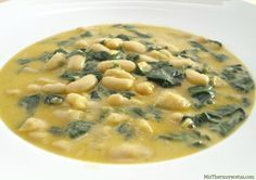 Judías blancas con espinacas al azafrán - MisThermorecetas.com Spanish Kitchen, Spanish Dishes, Spanish Food, Lentils, Cheeseburger Chowder, Stew, Vegetarian Recipes, Food And Drink, Healthy Eating