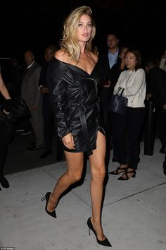 It is not easy wearing a racy leather dress in public. But Dutch model Doutzen Kroes made it look easy as she nonchalantly walked into a launch at New York Fashion Week. Doutzen Kroes, Fashion Week, New York Fashion, Steampunk Fashion, Ootd Fashion, Gothic Fashion, Sexy Outfits, Black Outfits, Beauté Blonde