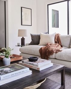Trend Spotlight: Modern Farmhouse Interiors - Jessica Elizabeth - Learn how to create the perfect farmhouse inspired interior for your home with these key design pri - Home Living Room, Apartment Living, Living Room Designs, Living Room Furniture, Living Room Decor, Hipster Apartment, Bedroom Decor, Wall Decor, Wall Art