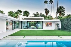 Mid-century architecture: Let's get inspired by the best mid-century modern architecture examples in Palm Springs, California! Residential Architecture, Contemporary Architecture, Architecture Design, Architecture Today, Innovative Architecture, Contemporary Design, Bungalow, Palm Springs Mid Century Modern, Palm Springs Houses