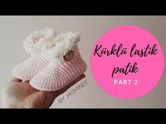 Crochet baby slippers/booties that are presented on the photos are one of my favorite crochet projects out there, the look of this booties seem to cute to me and I. Crochet Baby Cardigan, Crochet Baby Booties, Crochet Slippers, Baby Blanket Crochet, Doll Shoe Patterns, Crochet Bookmarks, Baby Slippers, Baby Sweaters, Crochet Fashion