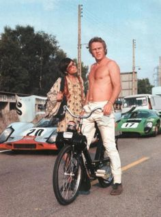 Steve McQueen did ads for a French bike/scooter named the Solex It became instantly virile and sold millions. All Steve. Steven Mcqueen, Mcqueen 3, Le Mans, Steeve Mac Queen, Steve Mcqueen Style, Moto Scooter, Vespa Scooters, Vintage Racing, Courses