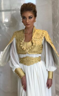 Albanian Wedding, Unique Dresses, Evening Dresses, Bell Sleeve Top, Sari, Hairstyle, Couture, Galaxy Note, Wedding Dresses